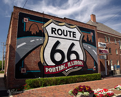 Route 66 Shield Mural in Pontiac, Illinois (eoscatchlight) Tags: illinois route66 mural pontiac mainstreetusa themotherroad