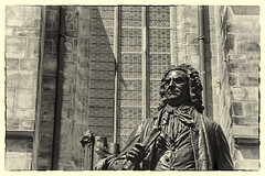 Johann Sebastian Bach durch die Thomaskirche (Smiley Man with a Hat) Tags: blackandwhite bw music art history church monument germany deutschland spring kunst saxony kirche leipzig bach sachsen musik bild altstadt frhling denkmal geschichte 2014 thomaskirche johannsebastianbach thomaskirchhof