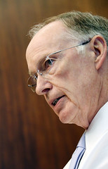 08-03-2015 Governor Bentley talks with reporters before Special Session resumes