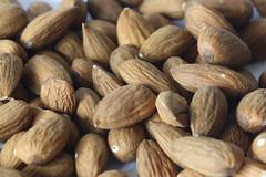 1-IMG_5196 (hemingwayfoto) Tags: backzutat braun früchtemacro frucht gesund küchenbild küchenbilder kosmetik lebensmittel mandel mandeln panther rosengewächs vitamine