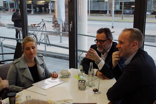 """Besuch des """"Café Kurswechsel"""" in Oldenburg mit der Behindertenbeauftragten der Bundesregierung, Verena Bentele."""