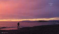 IL FOTOGRAFO ! (Salvatore Lo Faro) Tags: tramonto rosso viola mare spiaggia nuvole riflessi fotografo lido camaiore toscana italia italy salvatore lofaro canon g16
