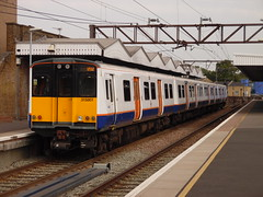 LO 315801 @ Hackney Downs (Sim0nTrains Photos) Tags: emu hackneydowns electricmultipleunit class315 londonoverground leavalleylines westangliamainline brelyork 315801 hackneydownsrailwaystation londonovergroundclass315
