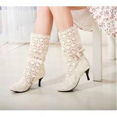 รองเท้าบู๊ท แฟชั่นเกาหลีสไตล์ลูกไม้สวยหวานน่ารักมากใส่สบาย นำเข้า พรีออเดอร์HS116-4 ราคา1150บาท  อินเทรนด์สไตล์น่ารักแบบถักลายลูกไม้ของจริงสวยมากๆ เป็นรองเท้าบู๊ททำด้วยผ้าคานวาสอย่างดีสไตล์สวย ขนาด : 34-39 สี : ครีม/น้ำตาล/ดำ โทรสั่งของกับ พี่โน๊ต/พี่เจี๊
