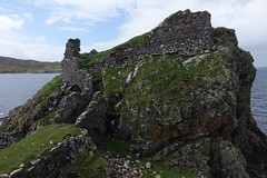 Dunscaith Castle (Sean Munson) Tags: skye castle water coast scotland tokavaig sleatpeninsula