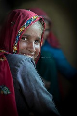 Indian girl (Nor Hidayat Hj.Mohamed) Tags: travel ladies red india girl smile lady photography photo nikon dof indian teeth feel young 85mm iso handheld feeling rajasthan hidayat scaf