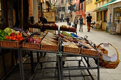 The Street Scene, Venice (faungg's photos) Tags: street city travel venice urban italy food shopping stand store europe scene 城市 旅游 街景 欧洲 意大利 威尼斯 travelon5photosaday