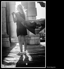 Veneza Brasileira (magicoda) Tags: street venice shadow sea brazil people blackandwhite bw italy woman sun white black feet water panties backlight veneza see donna nikon italia mare foto candid flag panty curioso tourist bn persone thong voyeur barefoot blonde wife upskirt fotografia vpl dslr sole acqua venezia nero sandal piedi brasile biancoenero controluce turisti seethru brasileira turista bandiera veneto d300 bionda 2015 vedere perizoma turists blackwhitephotos turiste streetphotografy magicoda davidemaggi maggidavide