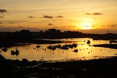 coucher de soleil (Jeannette201) Tags: soleil bateaux coucher lanildut mer quoi reflets