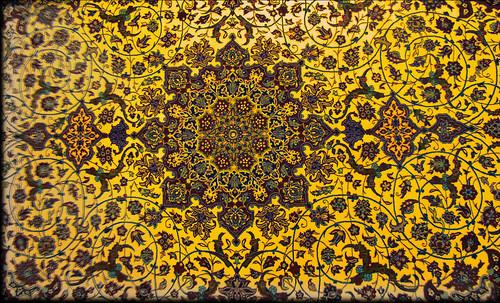 """Alfombras, espacios íntimos que simbolizan templos, árboles de la vida y el conocimiento, astros y paradisos. • <a style=""""font-size:0.8em;"""" href=""""http://www.flickr.com/photos/30735181@N00/31766539694/"""" target=""""_blank"""">View on Flickr</a>"""