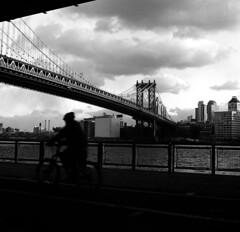 New York City (dom mesquita) Tags: rolleiflex planarlens planar80mm analog analogphotography film filmphotography fotografiaanalógica fotografiafilme mediumformat 6x6 squareformat kodak kodakd76 kodaktmax400 nyc newyork