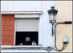 Contrasts (Rolf Brecher) Tags: gaslight electric man dog black white out contrasts contradiction gegensätze widerspruch kontrast unterschiede inandout rolfbrecherberlin