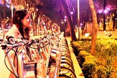 Paseando por Reforma (Alyaz7) Tags: trees naturaleza blur nature girl beauty look night noche árboles chica streetlights bicycles paseo desenfoque stare bella sight mirada gaze manualfocus bicicletas vr méxicocity ciudaddeméxico enfoquemanual bokeheffect rawquality whitebalancemanual lucescallejeras efectobokeh pixlredit nikond7200 balancedeblancosmanual lentenikonnikkorafs1855mm13556giidxvr