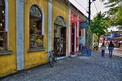 D71_4665z (A. Neto) Tags: d7100 nikon nikond7100 sigmadc18250macrohsmos color street people windowsdoors window door architecture cityview bicycle