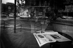 (Francesco MEDDA) Tags: medda frame 18mm fuji street bn reflection francescomedda people blackandwhite bw