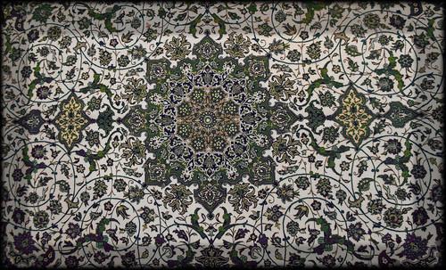 """Alfombras, espacios íntimos que simbolizan templos, árboles de la vida y el conocimiento, astros y paradisos. • <a style=""""font-size:0.8em;"""" href=""""http://www.flickr.com/photos/30735181@N00/32487283911/"""" target=""""_blank"""">View on Flickr</a>"""