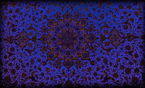 """Alfombras, espacios íntimos que simbolizan templos, árboles de la vida y el conocimiento, astros y paradisos. • <a style=""""font-size:0.8em;"""" href=""""http://www.flickr.com/photos/30735181@N00/32569482076/"""" target=""""_blank"""">View on Flickr</a>"""
