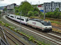 252 (firedmanager) Tags: train tren siemens imperial locomotive arco caminodesantiago intercity locomotora renfe trena 252 viajeros renfeoperadora