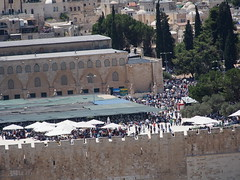 Its friday and Ramadan and its 400.000 people on The temple mount!