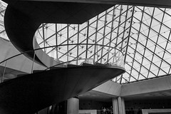 GEOMETRY (Rober1000x) Tags: louvre winter 2016 2017 paris museum historic france francia pei architecture arquitectura stair geometry europa europe
