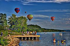 Balloons - River View (bobrizz1) Tags: balloon hotairballoon hudsonriver 1001nights autofocus thebestofmimamorsgroups vividstriking coth5 1001nightsmagiccity magicmomentsinyourlifelevel2 magicmomentsinyourlifelevel1 magicmomentsinyourlifelevel3 magicmomentsinyourlifelevel4