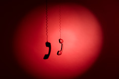 (M.Kauffmann) Tags: monochrome rouge red conde photo phone studio