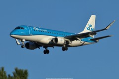 KLM Embraer 175 PH-EXJ (Planes Spotter And Aviation Photography By DoubleD) Tags: klm embraer 175 dutch airlines bordeaux france merignac spotters spotting planes aviation life hobby canon double d landing winglets doubled photography sky blue eos