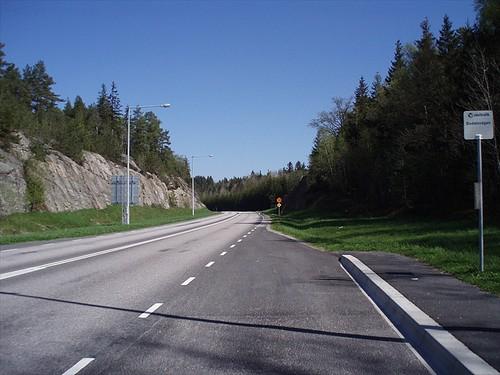 Hållplats Bodalsvägen vid vägen mot Svinesund och Norge i Skogar i Sverige 2008