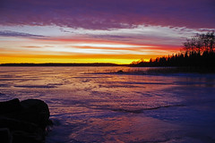 Burning sky (STTH64) Tags: burning sky clouds purple sun sunset sea seaside ice winter magic