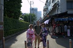 Vincent met geisha-achtige dames
