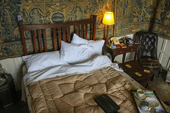 Tracey Emin Woz Here...? (Geraldine Curtis) Tags: oxfordshire eiderdown breakfastinbed chastletonhouse 1930sbedroom electrichotwaterbottle