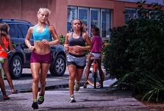 Wrightsville Beach Runner Girlz (Philip Osborne Photography) Tags: street beach girl female nc athletic nike blonde shorts ponytail runner abs hdr boyshorts wrightsville jogbra