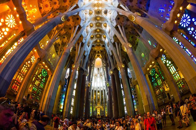 Sagrada Familia Throngs