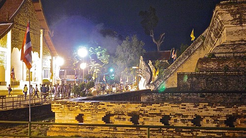 first night of buddhist lent, wat jedi luang