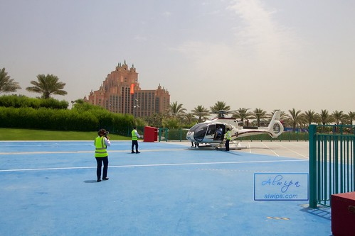 "Dubai Helicopter Tours - Hotel Atlantis • <a style=""font-size:0.8em;"" href=""http://www.flickr.com/photos/104879414@N07/20205254506/"" target=""_blank"">View on Flickr</a>"