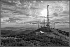 Ministerio de Paisajes y Comunicaciones (Fernando Forniés Gracia) Tags: españa vizcaya bermeo paísvasco vascongadas paisaje contraluz landscape blancoynegro wb montaña nubes cielo