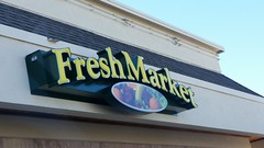 Fresh Market (Adventurer Dustin Holmes) Tags: braums freshmarket sign signs 2017