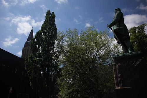 """Bismarck und Rathaus • <a style=""""font-size:0.8em;"""" href=""""http://www.flickr.com/photos/69570948@N04/18687696996/"""" target=""""_blank"""">Auf Flickr ansehen</a>"""