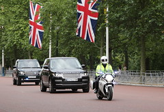 Special Escort Group convoy on The Mall (Ian Press Photography) Tags: london bike honda mall 4x4 group police rover special motorbike vip land service met emergency landrover range convoy metropolitan escort services seg armed 999 the