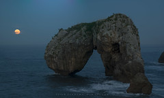 Moonrise II (Ahio) Tags: seascape nocturnal night moon moonrise luna moonlight crepúsculo twilight december 2016 nikon d800e landscape llanes marinas marcantábrico castrodelasgaviotas fullmoon panorama vertorama