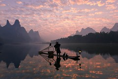 浮城 (Anna Kwa) Tags: sunrise dawn firstlight cormorantfishing cormorant birds fisherman liriver 漓江 karstmountains yangshuo 阳朔县 guilin guangxi southwest china annakwa nikon d750 afszoomnikkor1424mmf28ged my floatingcity always reflections seeing heart soul throughmylens travel world clouds 浮城 山水 鸬鹚渔夫 鸬鹚 bambooraft 竹筏