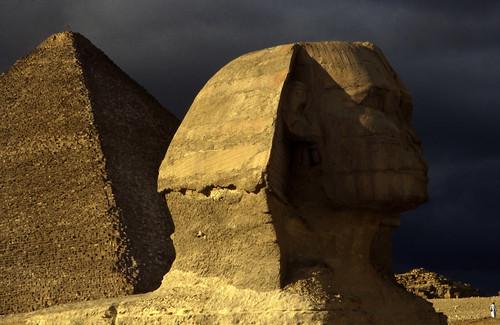 """Ägypten 1999 (654) Kairo: Große Sphinx und Chephren-Pyramide, Gizeh • <a style=""""font-size:0.8em;"""" href=""""http://www.flickr.com/photos/69570948@N04/31678916974/"""" target=""""_blank"""">View on Flickr</a>"""