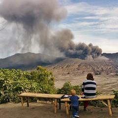 IMG_4010 20160712_153331 (JoStof) Tags: indonesia java bromo volcano eruption ash smoke seaofsand tengger caldera jawatimur indonesië idn