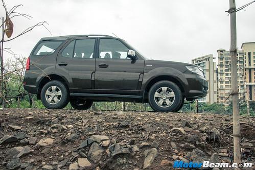 2015-Tata-Safari-Storme-Facelift-02