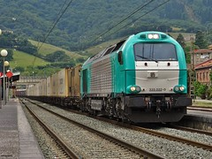 335 (firedmanager) Tags: train tren locomotive bizkaia locomotora ferrocarril freighttrain trena emd 335 orduña dieselelectric vossloh continentalrail €4000 electromotivediesel emd16710gct2
