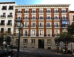 """Calle Valverde, Malasaña • <a style=""""font-size:0.8em;"""" href=""""http://www.flickr.com/photos/118229253@N04/20049745455/"""" target=""""_blank"""">View on Flickr</a>"""