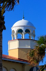 Cupola (LarryJay99 ) Tags: sky overhang beachbuildings palmtrees walls urban architecture blue bluesky lakeworthbeachlakeworth lakeworthbeach canonef70300mmf456isusm