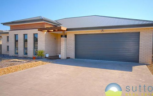 2 Murray Grey Place, Bungendore NSW 2621