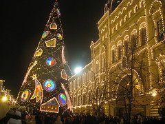 the Red Square (на Красной площади) (VERUSHKA4) Tags: album canon russia europe moscow city cityscape vue view red square gum window illumination ville lighting wall people tree christmas firtree decor decoration building architecture hccity centre capital frosty cold balls toys holiday