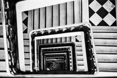 #2410 - Caixa Cultural, Sé (vintequatro10) Tags: streetphotography streetphotographer street rua fotografiaderua fotografiadocumental composition composição geometria escada stairs pb bw pretoebranco blackandwhite pentaxkm pentax pentaxk1000 50mmf14 35mmfilm kodak trix400